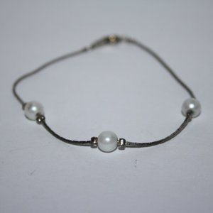 """Silver and pearl bracelet 7.5"""""""